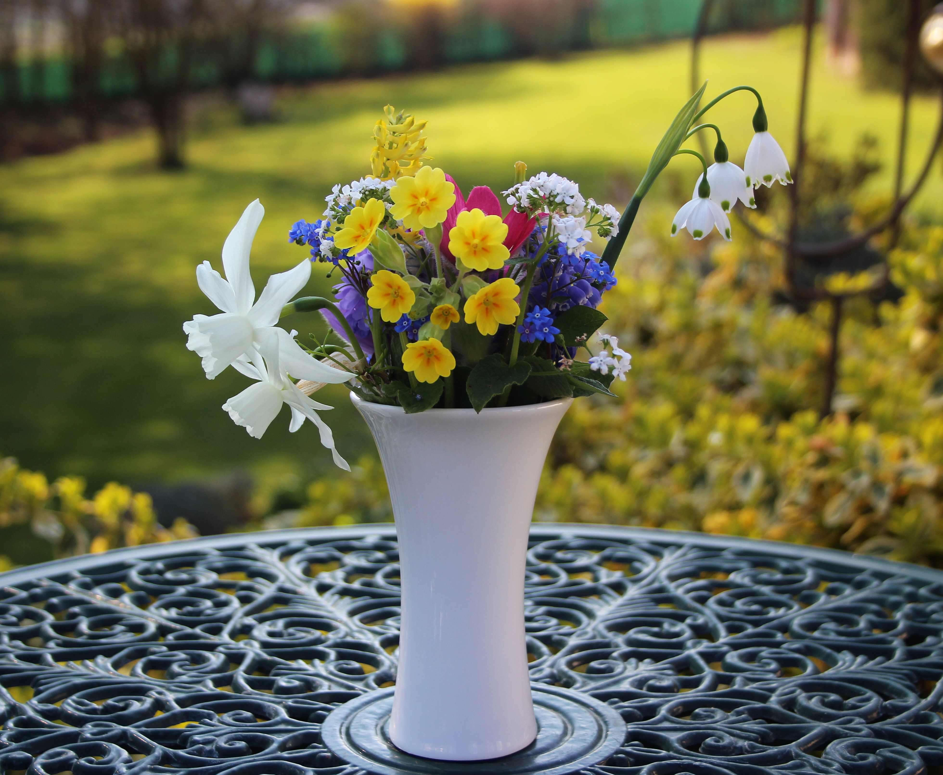 Flowers by post vase - Short And Sweet Refers Not Only To My Post Time Has Got The Better Of Me Today But Also To The Flowers The Narcissi Smell Gorgeous And The Stems Of